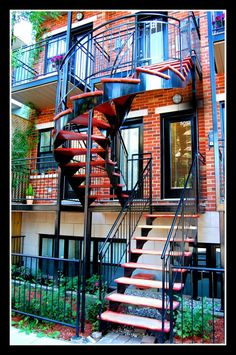 Escalier à Montreal Montreal Quebec, Quebec City, Montreal Architecture, Home Id, Interesting Buildings, Romantic Places, Stairway To Heaven, Spiral Staircase, Canada Travel