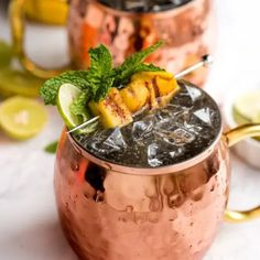 Our Blackberry Mint Mojito Cocktail recipe is an amazing backyard cocktail perfect for relaxing in the warm weather. Moscow Mule Vodka, Moscow Mule Recipe, Cocktail Vodka, Cocktail Recipes, Drink Recipes, Moscow Mule Variations, Mango Vodka, Frozen Peach Bellini, Mule Drink