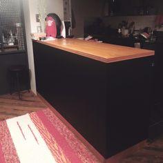 幅広マスキングテープmt CASAで壁をリメイク Corner Desk, Furniture, Home Decor, Corner Table, Decoration Home, Room Decor, Home Furnishings, Home Interior Design, Home Decoration