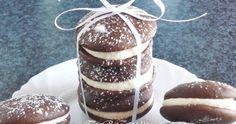 Húú, micsoda elnevezés :) S  emmi extra hozzáfűzni valóm nincs. Egyszerűen tökéletes süti. A tésztája mint egy habkönnyű piskóta, ami a kr... Woopie Pies, Doughnut, Cheesecake, Desserts, Food, Tailgate Desserts, Deserts, Cheesecakes, Essen