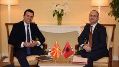 Ka nisur punimet në Durrës takimi i ministrave të Punëve të Jashtme të vendeve të Ballkanit Perëndimor, me praninë e komisionerit të BE-së për Politikën Evropiane të Fqinjësisë dhe Negociatat e Zgj…