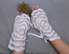 Flower glvoes Rose lace gloves Ivory lace by whitegardenlace