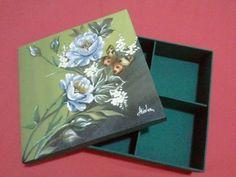 Caixa em MDF, com pintura e decoupagem p/ bijouterias.