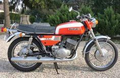 1972 SUZUKI T350 Rebel N° de cadre 36 786 Carte grise française Les Suzuki de la série T ont écrit une grande page de l'histoire de la marque. Fabriquées de 1963 à 1977, les cylindrées variaient de 90 à 500 cc.; - Osenat - 18/03/2012