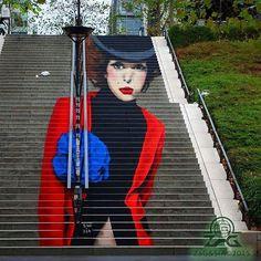 La Parisienne XIII  #zag #zagsia #sia #streetart  #urban #art #painting #paris13 #chevaleret #bmf #stairs #escaliers #anamorphosis #anamorphose #liquitex #parisian #parisienne #lips #mode #paris #hat #fleurbleue #glam