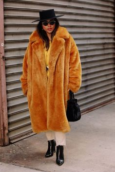 The Best Street Style Looks From New York Fashion Week Fall 2018 - Fashionista New Yorker Street Style, New Street Style, New York Fashion Week Street Style, Street Style Trends, Autumn Street Style, Cool Street Fashion, Street Style Looks, Mundo Fashion, Vide Dressing