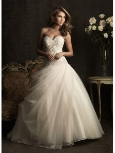 Elegant Ball Gown Sweetheart Neckline Appliques Tulle Wedding Dress