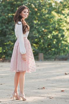 20 Styles to Pop up Your Midi Skirts RORESS closet ideas fashion outfit style apparel Pink Polka Dot Skirt Jupe Midi Rose, Jupe Tulle Rose, Modest Outfits, Modest Fashion, Cute Outfits, Fashion Outfits, Womens Fashion, Feminine Fashion, Lace Skirt Outfits