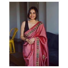 Cheap Women S Fashion Websites Simple Sarees, Trendy Sarees, Stylish Sarees, Cotton Saree Designs, Saree Blouse Designs, Indian Silk Sarees, Indian Beauty Saree, Indian Designer Outfits, Indian Outfits
