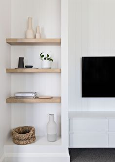 bright white living room // open shelves // light wood shelves // white and gray living room Living Room Grey, Living Room Sets, Home Living Room, Living Room Decor, Barn Living, Cozy Living, Apartment Living, Living Room Inspiration, Home Decor Inspiration