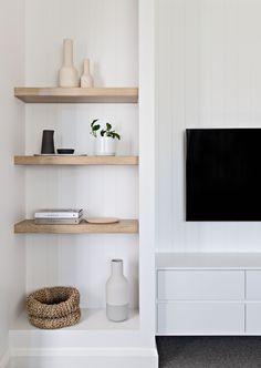 bright white living room // open shelves // light wood shelves // white and gray living room Living Room Grey, Home Living Room, Apartment Living, Living Room Decor, Barn Living, Cozy Living, Decoration Inspiration, Decor Ideas, Living Room Inspiration