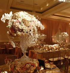 What a spectacular #wedding centerpiece. Loving the magical touch of a #pinspot! Photo via #modwedding