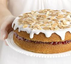 Recipes Cherry Bakewell Cake Delicious If you know someone who likes Bakewell tart, then they will just love this cake – it's full of almond flavour and sandwiched with cherry jam Bbc Good Food Recipes, Sweet Recipes, Baking Recipes, Dessert Recipes, Delicious Recipes, Cake Recipes Uk, Pudding Recipes, Baking Tips, Cherry Bakewell Cake