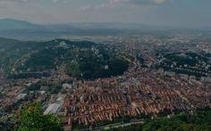 Sus pe Tâmpa. De aici, Brașovul se vede în toată splendoarea lui.
