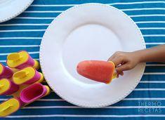 Unos polos de fruta ideales para la merienda de verano de los niños. Ice Pops, Popsicles, Plastic Cutting Board, Ice Cream, Cooking, Recipes, Flan, Frozen Custard, Slushies