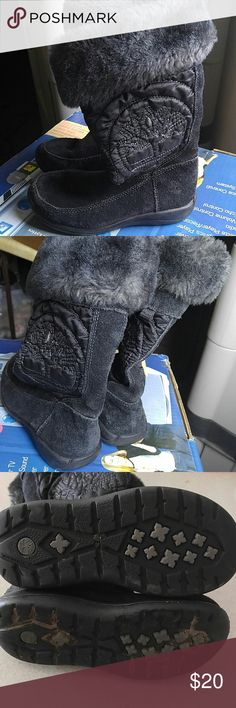Awesome lil girls Timberland snow boots These are the cutest and warmest boots ever.  The soles are a little dirty bit as you can see these are in great shape Timberland Shoes Rain & Snow Boots