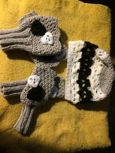 Scull themed hat with matching hand warmers and boot cuffs
