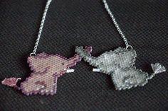 Vous voulez voir les petits néléphants terminés ? Les voilà !  ---- Want to see the finished little elephants ? Here they are!  #miyuki #delica #perles #beads #matierepremiere #perlesandco #beading #peyote #handcrafted #craft #faitmain #bijoux #jewelry #jewelrygram #instajewelry #jotd #collier #necklace #elephant #animal #gris #gray #mauve #perlesaddict #jenfiledesperlesetjassume #sitroon