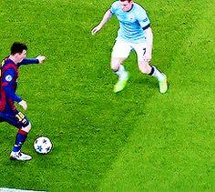 It's a Man's World Soccer Jokes, Soccer Gifs, Play Soccer, Soccer Stuff, Best Football Players, Football Soccer, Messi Videos, Football Tricks, Football Motivation