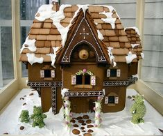 Stunning 3 bears gingerbread house.  Love the gingerbread cobblestones, shingles, bear topiaries, windows--everything!