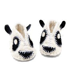 Is there anything cuter than these Felt Panda Baby Booties? We don't think so!
