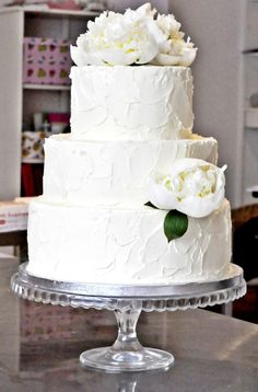 Wedding cake by Sockersota smulor with frosting and fresh white peonies