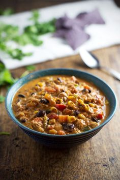 Crockpot Queso Chicken Chili with Roasted Corn and Jalapeño - loaded with veggies, super flavorful, perfect for chip dippin'. Crockpot Dishes, Crock Pot Slow Cooker, Crock Pot Cooking, Slow Cooker Recipes, Crockpot Recipes, Cooking Recipes, Healthy Recipes, Chili Recipes, Mexican Food Recipes