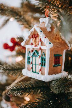 The Best Salt Dough Ornaments Recipe Holiday decor hint Salt Dough Christmas Ornaments, Gingerbread Ornaments, Homemade Ornaments, Diy Ornaments, Homemade Christmas, Best Salt Dough Ornament Recipe, Ornaments Recipe, Dough Recipe, Christmas Crafts For Kids To Make