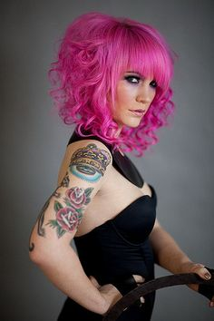 pink hair love. The more I look at this color,  the more I want to try it.