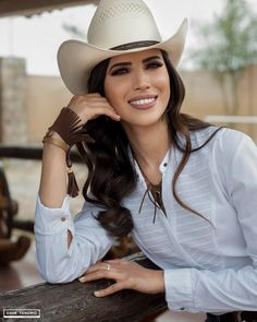 Estilo Cowgirl, Cowboy Up, Cowboy And Cowgirl, Cowboy Hats, Western Girl, Western Wear, Country Girl Makeup, Sexy Cowgirl Outfits, Gal Gadot Wonder Woman