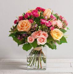 Caresse : Bouquet de roses gros boutons et branchues de couleur crème, fuchsia et rose