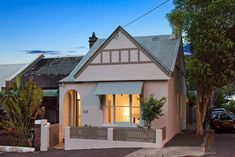 Desirable elevated position 10 minutes stroll to Tramsheds and 5 minutes walk to Annandale or Glebe village.