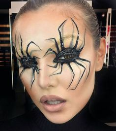 Are you looking for inspiration for your Halloween make-up? Check out the post right here for creepy Halloween makeup looks. Last Minute Halloween Costumes, Halloween Looks, Halloween Diy, Halloween Halloween, Spider Halloween Costume, Halloween Decorations, Halloween Outfits, Black Widow Costume Spider, Halloween Pumpkins