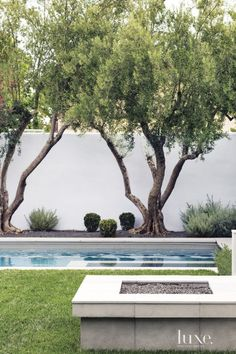 Spanish Colonial Neutral Pool with Sitting Ledge Spanish Style Homes, Spanish House, Spanish Colonial, Spanish Revival, Beverly Hills Houses, Villa, Garden Pool, Pool Designs, Backyard Landscaping