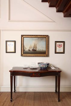 A neat nook below the stairs @Lee Homan Palace in NC. See more of the governor's palace in our August issue. http://www.ealonline.com/read_story.php?id=headlines/june.txt