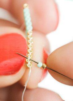 Tuto bracelet perles ♥ Avec les accessoires de l'Atelier d'Anaïs, faites vos bijoux à la maison! Tous les accessoires en vente en ligne sur www.latelierdanais.com Beaded Braclets, Peyote Bracelet, Bead Loom Bracelets, Crochet Bracelet, Peyote Beading, Beaded Earrings, Seed Bead Jewelry, Diy Jewelry, Beaded Jewelry