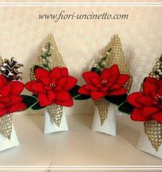 Centros de flores para Navidad, en crochet por supuesto Crochet Poncho, Crochet Dolls, Free Crochet, Crochet Christmas Trees, Holiday Crochet, Crochet Necklace Pattern, African Flowers, Sewing Tutorials, Lana