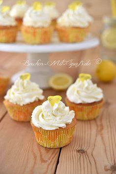 Zitronen- Cupcakes Mascarpone Creme, Diy Cake, Coffee Time, Mini Cupcakes, Birthdays, Baby Party, Cupcake Ideas, Lemon Cupcakes, Pink Cakes