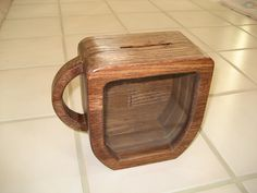 Coffee Cup Bank Great for the coffee pool at work, but, you can't make change easily. Large Piggy Bank, Wooden Toys For Toddlers, Woodworking Projects, Diy Projects, Money Box, Wood Creations, Wood Patterns, Scroll Saw, Custom Wood