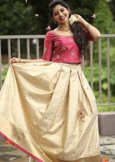 Trendy and Fashionable Long Skirt And Top Designs With Images - Indian Fashion Ideas Set Saree, Half Saree Lehenga, Saree Gown, Green Lehenga, Sari Dress, Net Lehenga, Lehenga Blouse, Sarees, Kerala Saree Blouse Designs