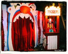 Great Halloween entrance for CarnEvil by Halloween Forum member Mike and Tiff Halloween 2018, Halloween Clown, Freakshow Halloween, Fröhliches Halloween, Halloween Karneval, Halloween Forum, Adornos Halloween, Halloween Haunted Houses, Holidays Halloween