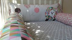 Kit berço patchwork colorido menina Carneirinho www.ateliecolorir.com.br