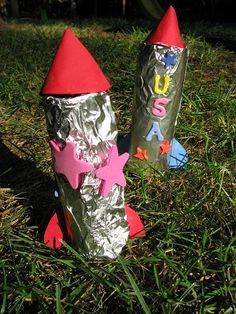 Rocket ship craft. Boys will love this craft using a toilet paper tube.    #kidscrafts #boys #rockets