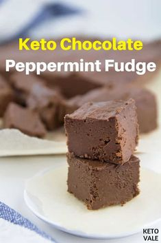 Check our low-carb, sugar-free and keto-friendly chocolate peppermint vanilla fudge for your ketogenic diet desserts! Keto Friendly Chocolate, Low Carb Chocolate, Chocolate Fudge, Chocolate Recipes, Sugar Free Fudge, Sugar Free Recipes, Fudge Recipes, Dessert Recipes, Keto Recipes