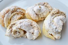Burgenländer Kipferl Delicious Burgenlanders come from Grandma's recipe book and literally melt on the tongue. The recipe for baking fans! No Bake Cookies, No Bake Cake, Cake Cookies, Baking Recipes, Cookie Recipes, Dessert Recipes, Desserts, German Baking, Austrian Recipes