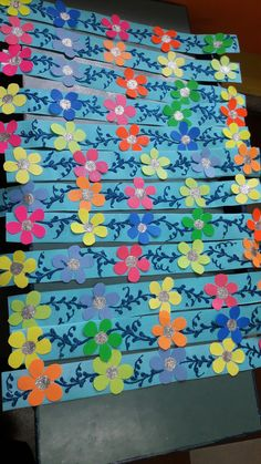 Boarders For Bulletin Boards, Birthday Bulletin Boards, Classroom Birthday, Soft Board Decoration, School Board Decoration, Class Decoration, Paper Flowers Craft, Paper Flower Wall, Flower Crafts