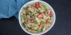 Lækker pastasalat med kylling, bacon og avocado Chutney, Pesto, Food And Drink, Salad, Ethnic Recipes, Desserts, Dip, Blog, Handmade