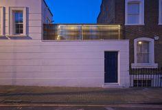 Stadthaus der besonderen Art: Unsere Experten haben die historischen Gemäuer mit modernen Einflüssen, viel Glas und einer Dachterrasse kombiniert.
