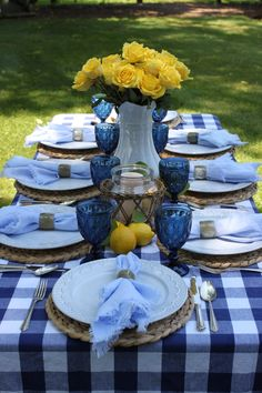 Blue Table Settings, Beautiful Table Settings, Dinner Table Settings, Deco Boheme, Decoration Table, Summer Table Decorations, Deco Table, Dining Room Table, Patio Table