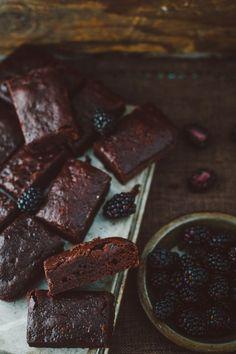 Recette de brownies végétaliens aux petits fruits (donc sans oeufs ni produits laitiers). À essayer!
